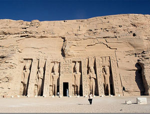 Абу-Симбел. Храм богини Хатор.