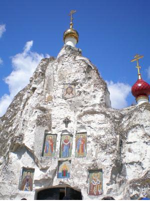 Костомарово. Главный пещерный храм, где находится икона Валаамской Божьей Матери.